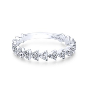 14K White Gold Diamond Cluster Triangle Station Band